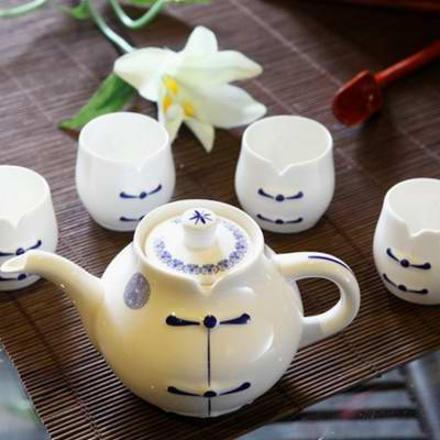 青花瓷商务茶具套装 陶瓷杯定做 成都礼品杯定制